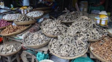 Vietnam 6 Hue Mar 26-28 2016 - market - 10