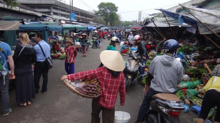 Vietnam 6 Hue Mar 26-28 2016 - market - 11