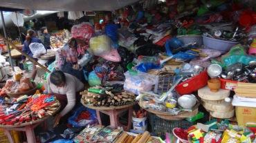 Vietnam 6 Hue Mar 26-28 2016 - market - 12