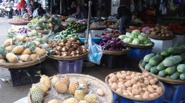 Vietnam 6 Hue Mar 26-28 2016 - market - 17