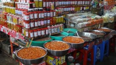Vietnam 6 Hue Mar 26-28 2016 - market - 4