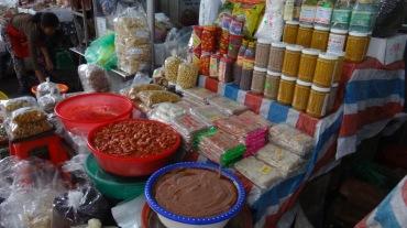 Vietnam 6 Hue Mar 26-28 2016 - market - 7