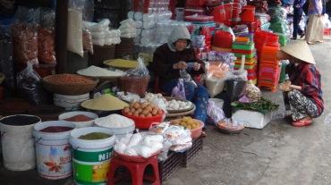 Vietnam 6 Hue Mar 26-28 2016 - market - 9