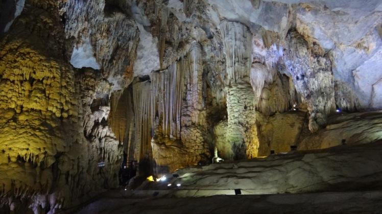 Vietnam 7 Phong Nha Mar 29-Apr 1 2016 - Paradise Cave - 3